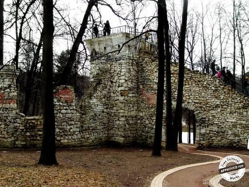 Часть стены со смотровой площадкой