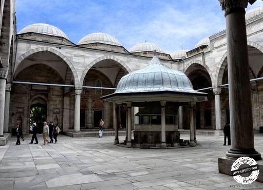 Мечеть Шехзаде Мехмед. Внутренний двор мечети Шехзаде Мехмет в Стамбуле