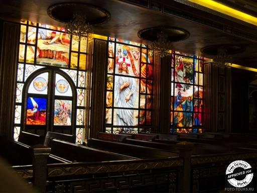 Коптская ортодоксальная церковь. Мозаичные витражи в Коптской ортодоксальной церкви