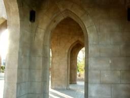 Входные арки  мечети Эль-Мустафа