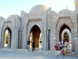 Вход  мечети Эль-Мустафа