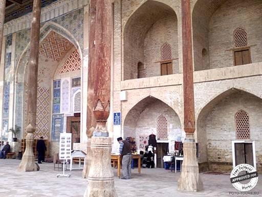 Бухара. Мечеть боло-хауз (бывшая  главная пятничная мечеть Бухары)