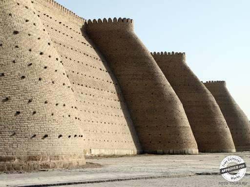 Бухара. Городская оборонительная стена.