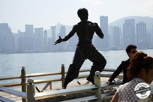 Памятник Брюс Ли. Кумир нескольких поколений