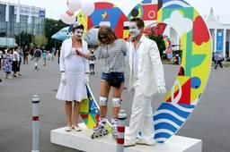 Уличные актеры на ВДНХ