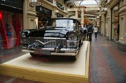 Выставка ретро-автомобилей в ГУМе