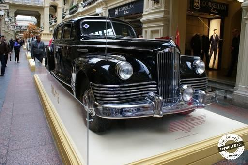 Выставка ретро-автомобилей в ГУМе.