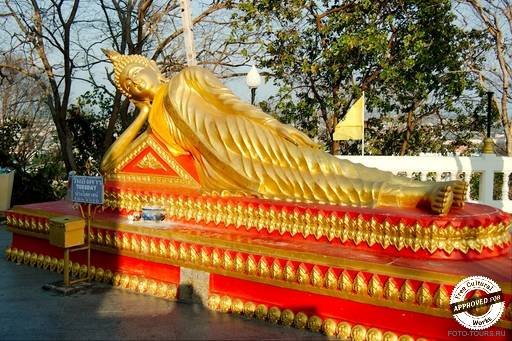 Статуя Сидящего Будды.