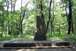Памятник расстрелянным Гремучем лесу