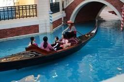 Гондола на канале в The Venetian Macao