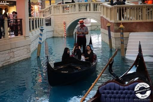 The Venetian Macao. Гондольер в The Venetian Macao