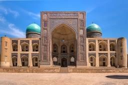 Фасад Мир Араб медресе Бухары