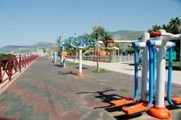 Тренажерные аппараты на пляже Клеопатры