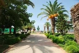 Сквер перед входом на пляж Клеопатры