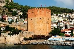 Общий вид на Красную башню с моря