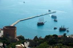 Красная башня и охраняемый ей порт