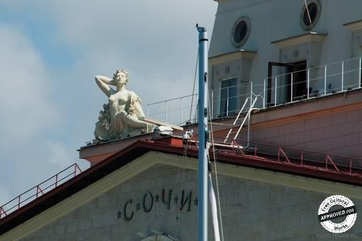 Морской вокзал. Скульптуры украшающие здание вокзала