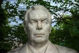 Портрет Брежнева, 1970-е, мрамор. Думянян  В.Х. и Орехов Ю.Г.