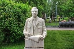 Портрет Брежнева, 1981, мрамор, Бичуков А.А.
