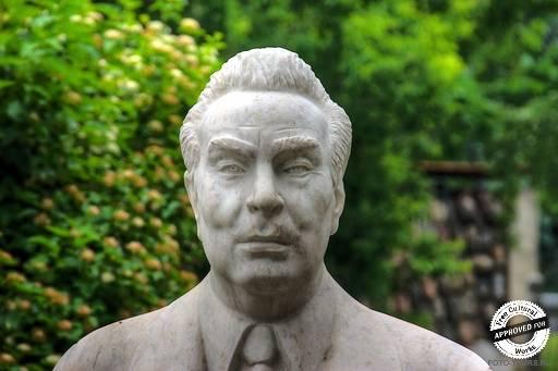 Брежнев Л.И.. Портрет Брежнева, 1981, мрамор, Бичуков А.А.