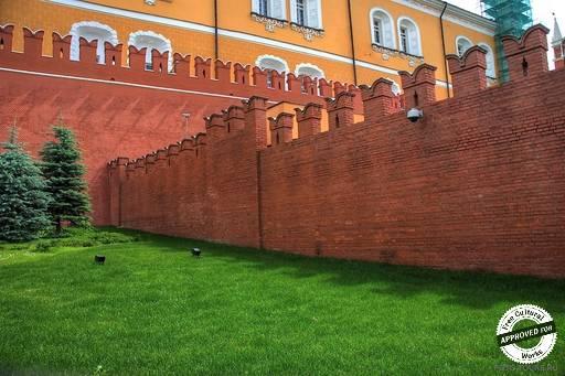 Стены московского кремля.