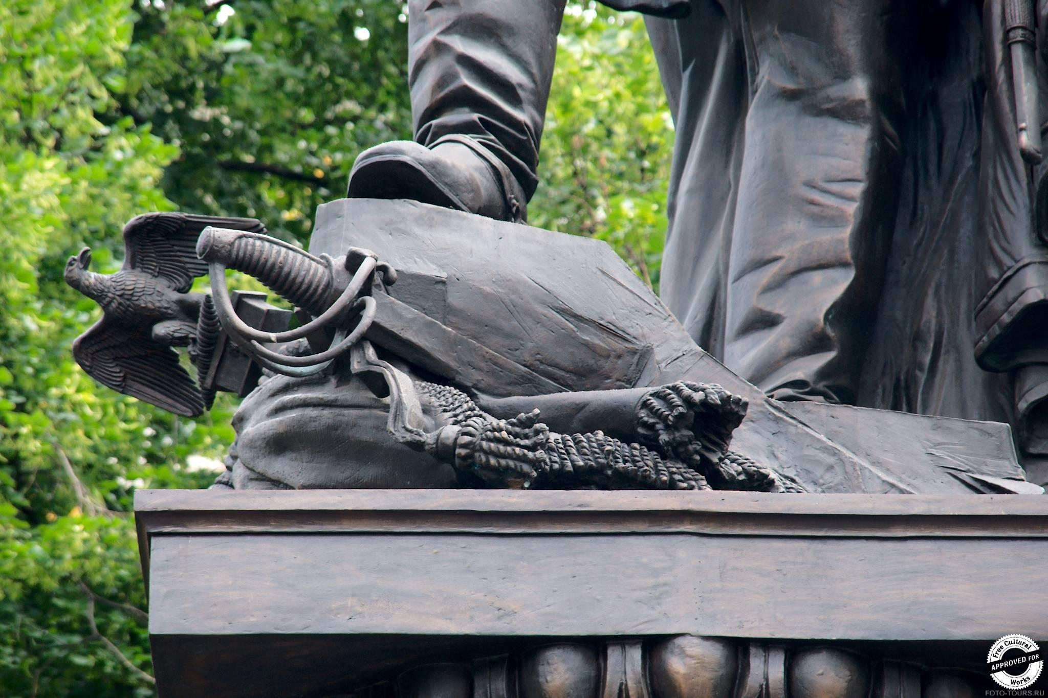 Памятник Александру I в Александровском Саде, Москва, Россия.