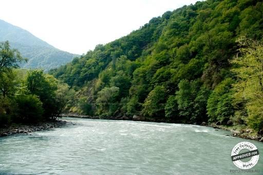 Широкое русло реки Бзыбь