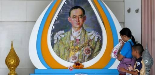 Скончался король Таиланда Пхумипон Адульядет.