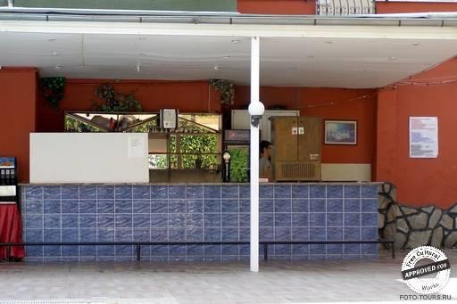 Solis Beach Hotel. Бар около бассейна