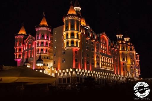 Отель «БОГАТЫРЬ». Ночная подсветка отеля «БОГАТЫРЬ»
