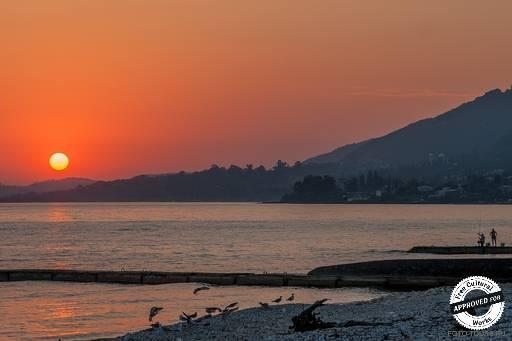 Черное море у берегов Абхазии. Розовый закат на Черном море