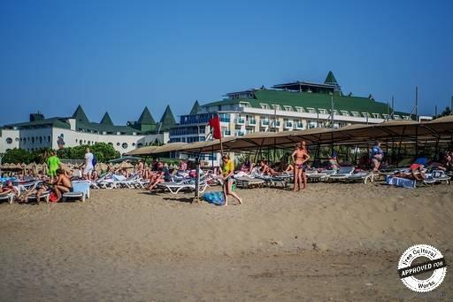 HEDEF RESORT & SPA HOTEL. Частный пляж отеля Hedef Resort & Spa