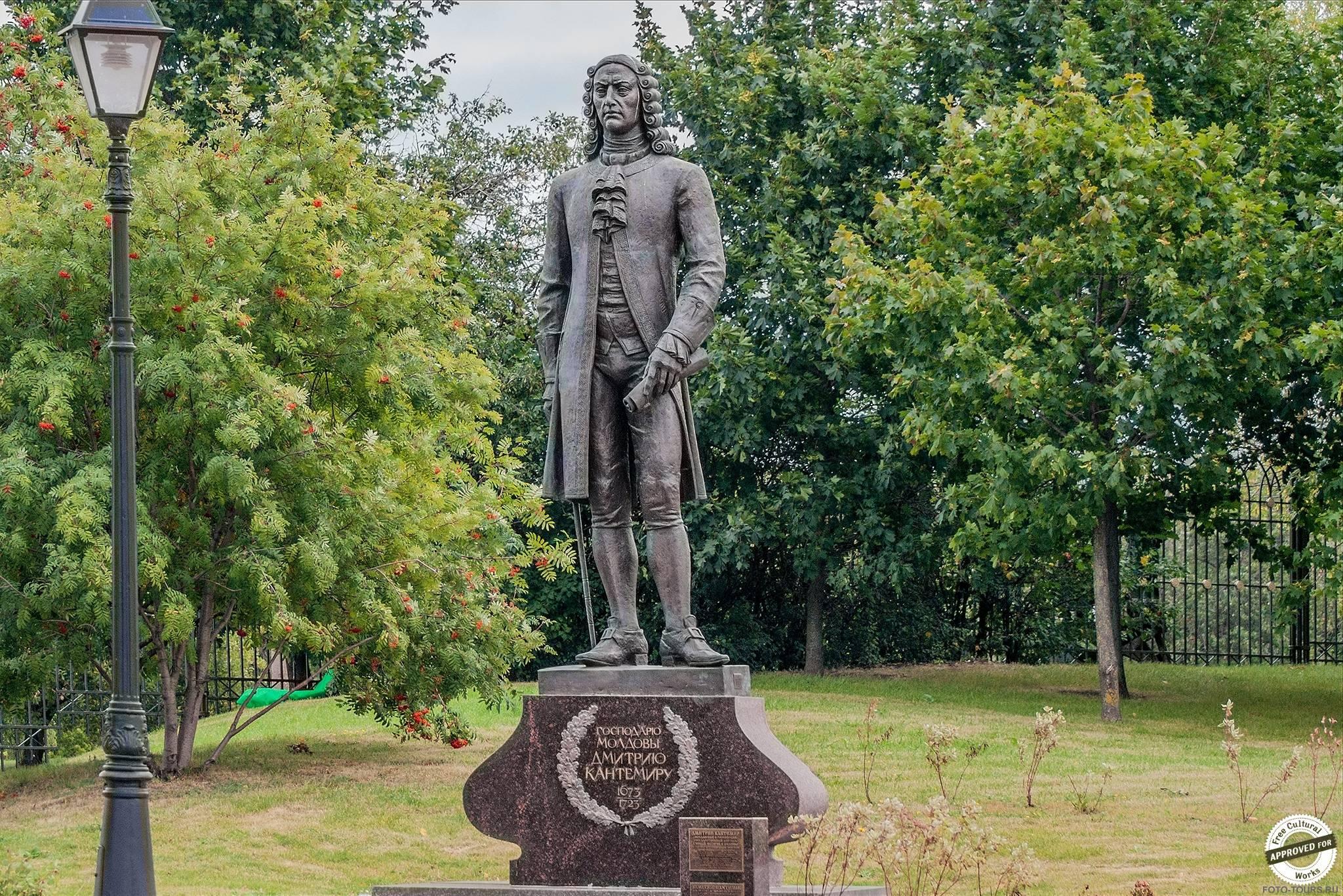 Памятник Дмитрию Кантемиру, Царицыно, Парки москвы.