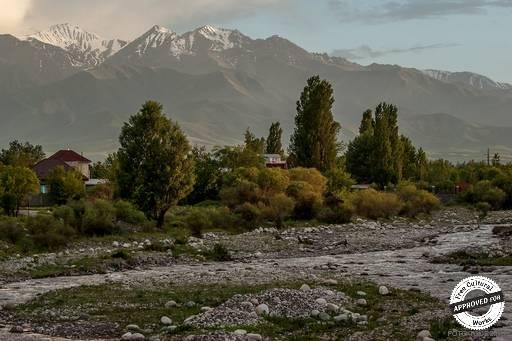 Река Ала-Арча. Река Ала-Арча на фоне гор