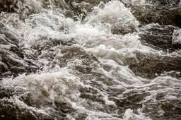 Бурные потоки реки Ала-Арча