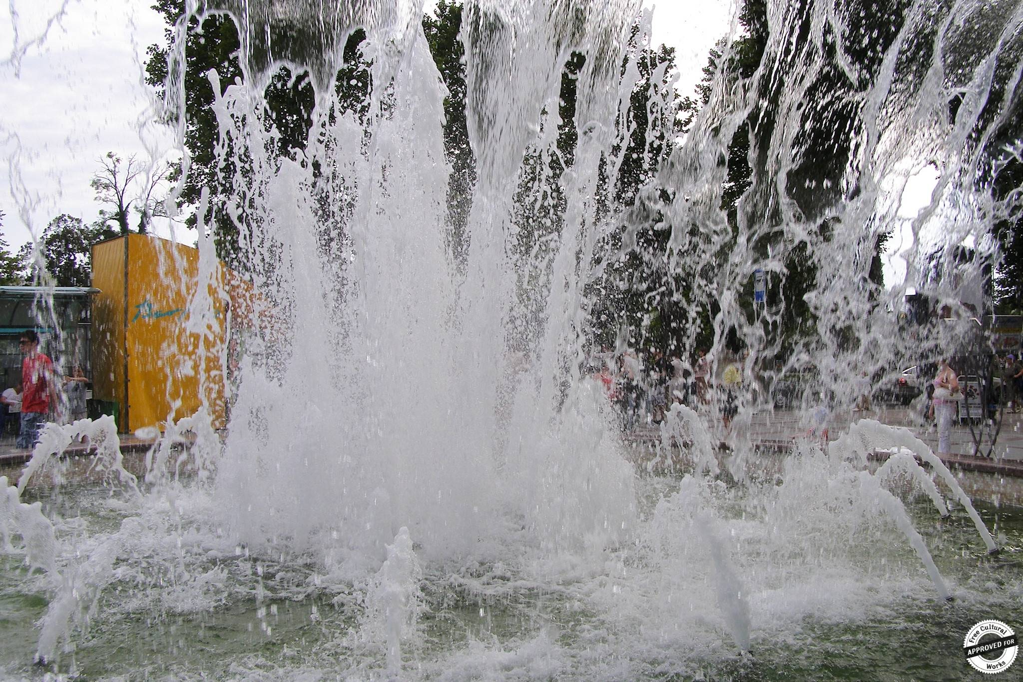 Поющий фонтан на Платановой аллее, Сочи, Россия.