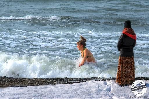 Январь не время отказываться от купания.