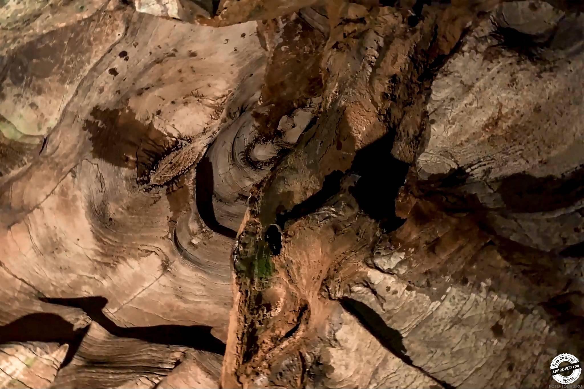 Ахштырская пещера в Адлере, Сочи, Россия.